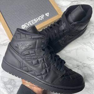 Air Jordan Retro 1 - Triple Black